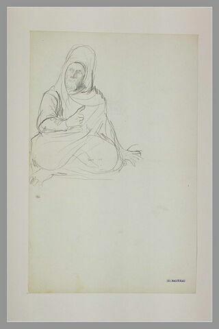 Arabe, coiffé d'un turban, assis, faisant un geste de la main droite
