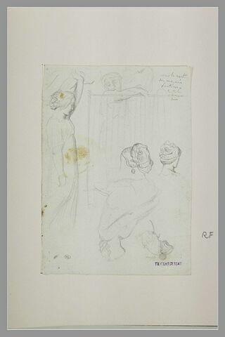Femme levant un rideau ; femme apparaissant derrière un rideau transparent