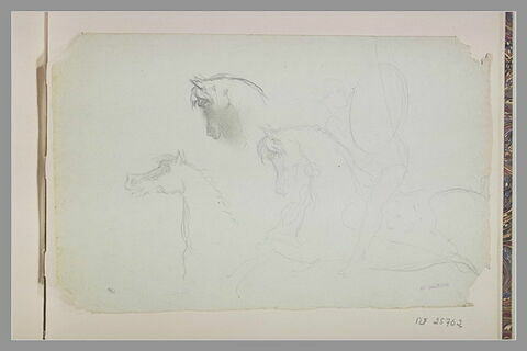 Cavalier se protégeant avec un bouclier ; têtes de chevaux
