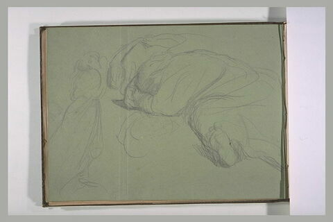 Une femme fuyant et un homme endormi