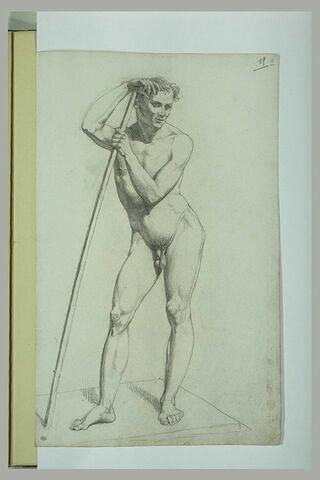 Etude académique d'un homme nu debout appuyé sur un bâton