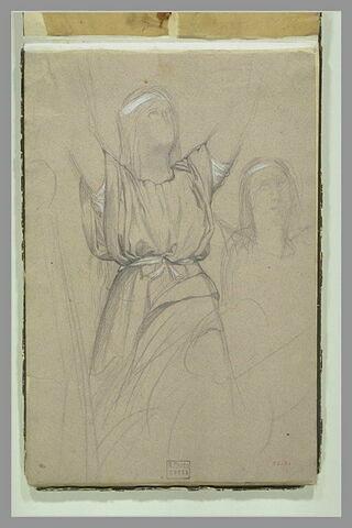 Femme levant les bras de trois quarts à droite ; femme en buste