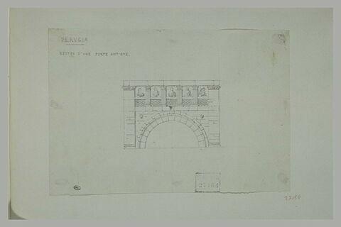 Restes d'une porte antique à Pérouse