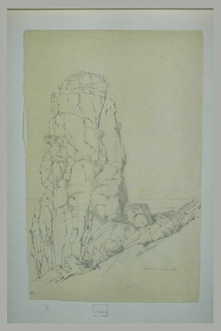 Grand rocher dans la baie de Terracine