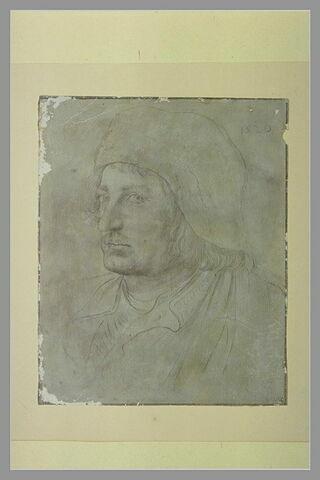 Portrait d'homme, un bonnet ample sur la tête