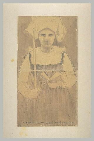 Paysanne bretonne debout tenant un cierge de la main droite
