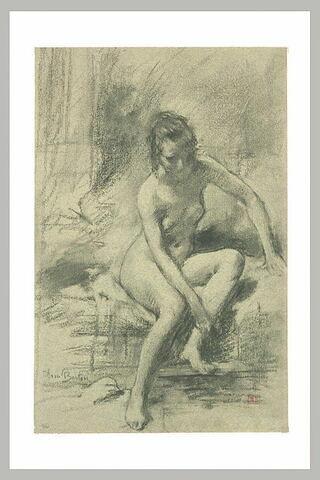 Femme nue assise au bord de l'eau