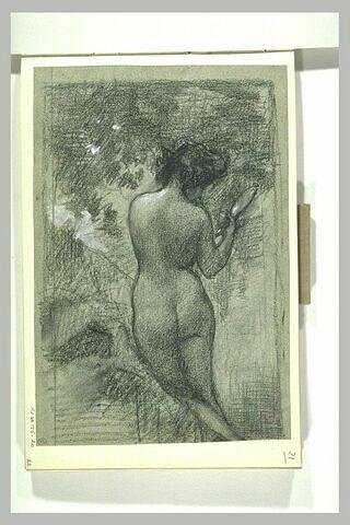 Femme nue, debout, de dos, dans un paysage, se regardant dans un miroir