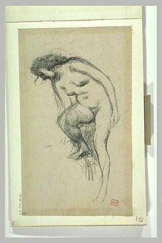 Femme nue, de trois quarts à gauche, penchée en avant
