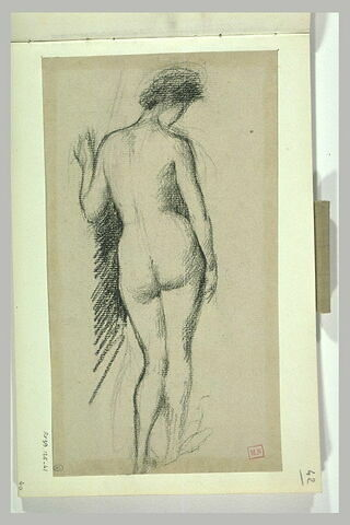 Femme nue debout, de dos, de trois quarts à droite,