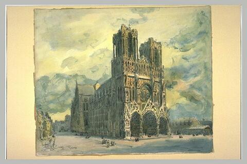 Vue de la cathédrale de Reims, vue légèrement décentrée vers la droite