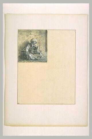 Vieillard arabe assis en tailleur, lisant