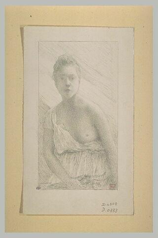 Jeune femme de face, un sein nu
