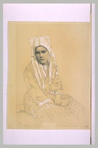 Jeune femme bretonne assise