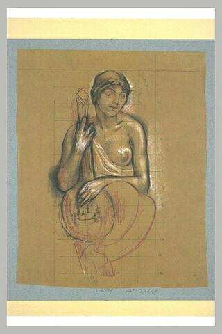 Femme assise, de face, vêtue d'une tunique laissant nu le sein gauche,...