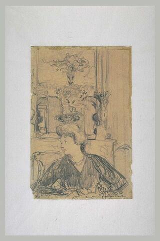 Jeune femme, assise, dos à une cheminée surmontée d'un miroir