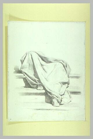 Etude de draperie pour un personnage assis sur des marches