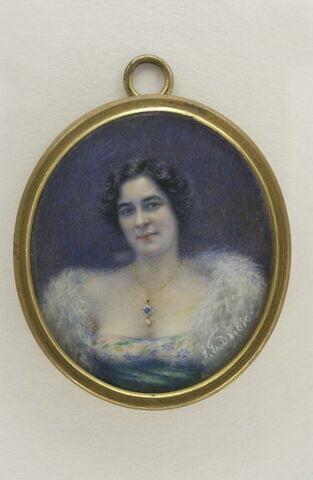 Portrait de femme, de face, en buste