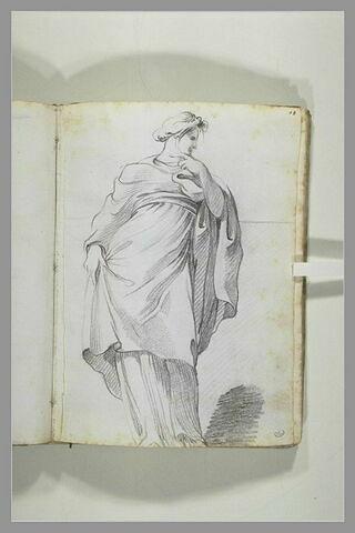 Femme debout, drapée, vue de face, le visage de profil vers la droite...