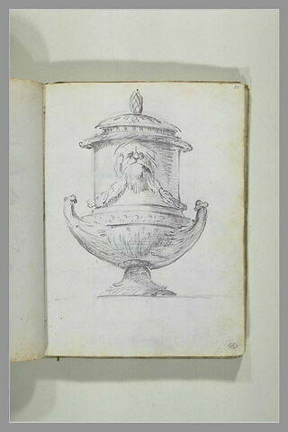Projet de vase monté à couvercle surmonté d'une pique ; le col est orné...