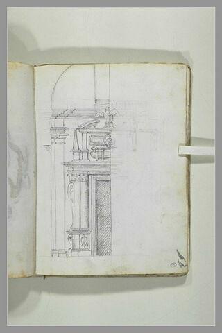 Demi-élévation d'un portail monumental surmonté d'un sarcophage