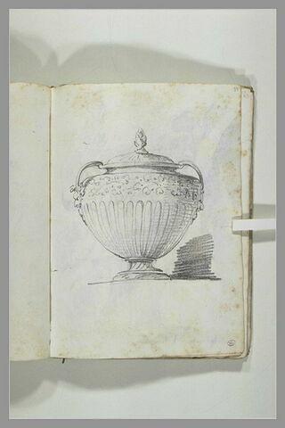 Projet de vase couvert, les anses prolongées par des masques ; ...