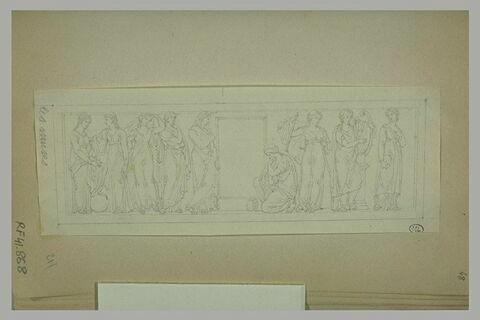 Frise antique avec les neuf muses de part et d'autre d'une porte