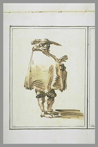 Homme debout, enveloppé dans une courte cape