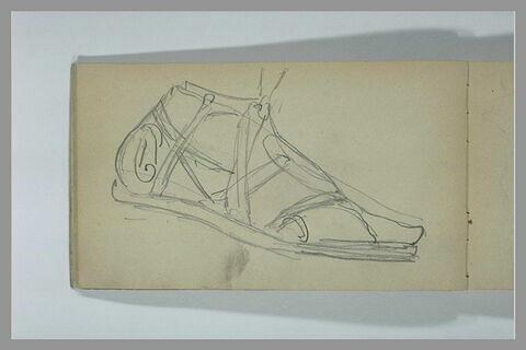Un pied chaussé d'une sandale antique