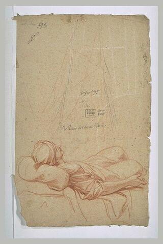Femme couchée sur un lit surmonté d'une draperie
