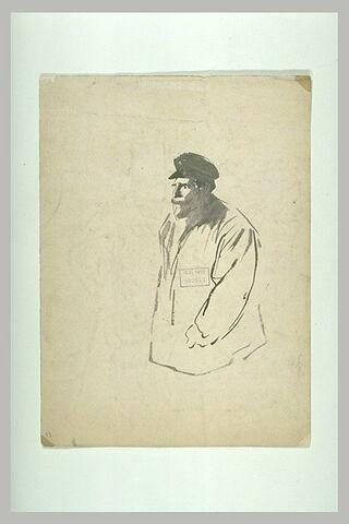 Homme debout, portant casquette et blouse