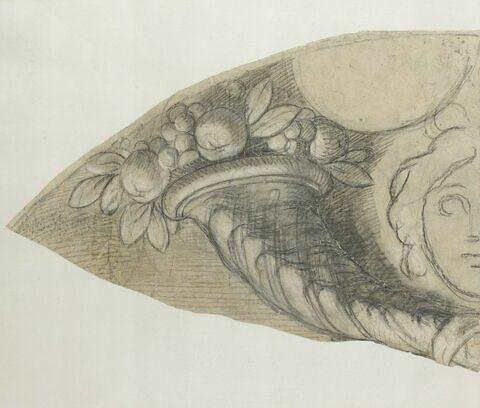 Corne d'abondance et tête (partie gauche)