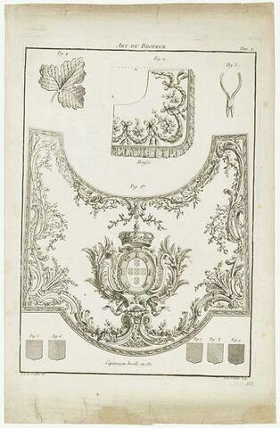 Planche décorative : caparaçon brodé et détails ornementaux (gravure)