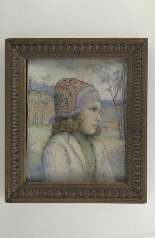 Portrait de fillette au bonnet brodé