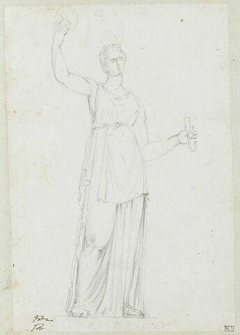 Femme debout, drapée et tenant un masque ; reprise de la tête en haut