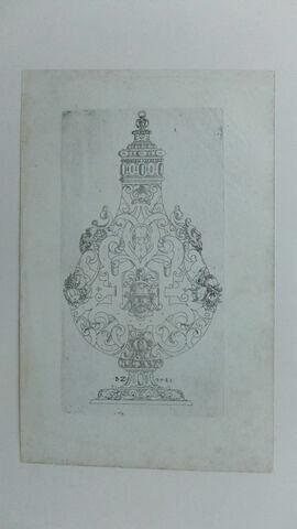 Suite de vases et modèles d'orfèvrerie