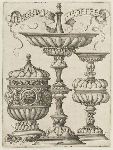 Trois dessins de vases