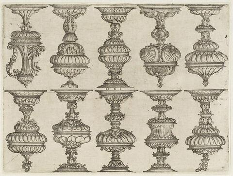 Dix dessins de vases
