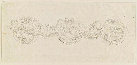 Trois médaillons reliés par des rubans et des fleurs