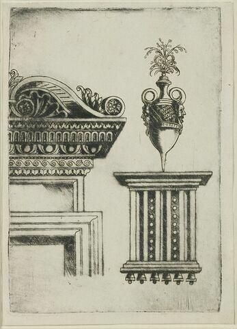 Corniche avec volute et vase sur un triglyphe