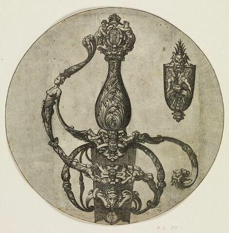 Poignée d'épée aux feuilles d'acanthe