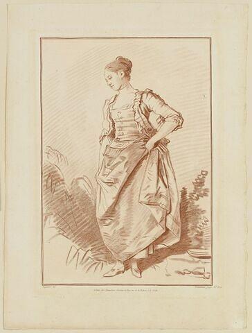 Jeune fille relevant sa robe