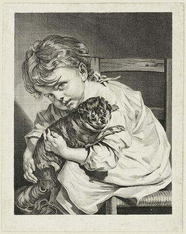 Enfant assis tenant un chien