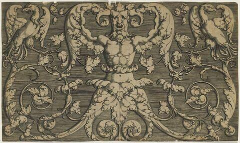 Panneau d'ornements avec un homme et deux aigles chimériques