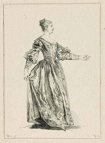 Femme en pied, de profil, relevant sa jupe de la main et donnant la main gauche dans une attitude de danse