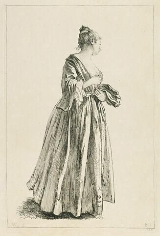 Femme en pied, de profil, tournée à droite, arrangeant d'une main sa gorgerette
