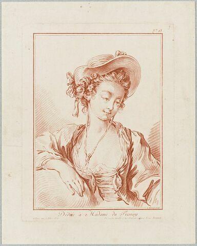 Buste de femme coiffée d'un chapeau