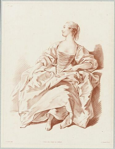 Femme assise regardant à gauche