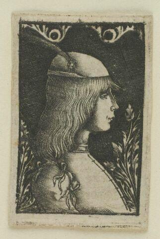 Jeune homme coiffé d'une toque à plumes