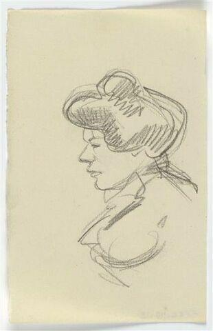 Femme vue en buste, de profil à gauche, les cheveux remontés sur le haut de la tête